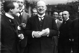 Gustav Stresemann mit Journalisten