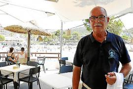 Kellner Eduardo gehört zum Illeta wie die Fische ins Meer.