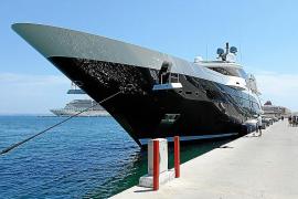 Hai-Yacht auf Erstbesuch im Hafen von Palma