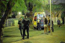 Nackter Brite auf Mallorca am Penis verletzt