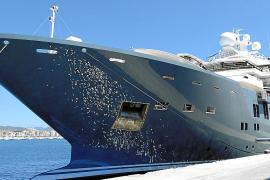 Eine etwas andere Yacht im Hafen von Palma