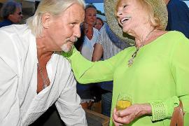 Johnny Logan und Elke Sommer feiern in Peguera