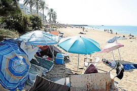 An Palmas Strand Can Pere Antoni haben sich Obdachlose niedergelassen.