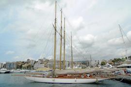 Historische Prachtschiffe segeln um die Wette