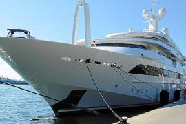 """Megayacht """"Chopy Chopy"""" im Club de Mar"""