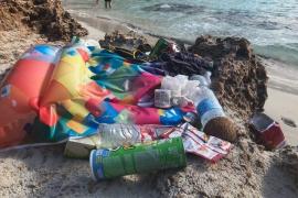 Müllberge in der Traumbucht Caló des Moro