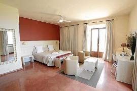 Ein Doppelzimmer in den alten Heiligtümern ist entgegen der Vorstellung vieler hell und geräumig.