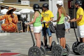 Verleihläden für E-Mobile an der Playa kontrolliert