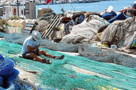 Die Fischer mit ihren Netzen sind immer noch ein beliebtes Fotomotiv für viele Touristen, die den Hafen besuchen.