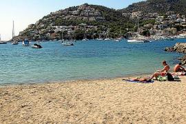 Die Aussage, dass es in dem Ort keinen Strand gibt, ist falsch. Die Playa ist nur nicht besonders groß ...