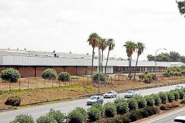 Das 82.000 Quadratmeter große Fabrikgelände des einstigen Coca-Cola-Betriebes befindet sich direkt an Palmas Flughafenautobahn.