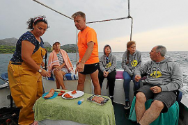 Pescaturismus boomt auf Mallorca. Der gefangene Fisch wird an Bord meist direkt zubereitet und verzehrt.