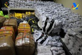 Polizei beschlagnahmt 7700 gefälschte Trikots