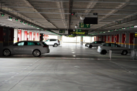 Kennzeichen manipuliert und Airport-Parkhaus betrogen