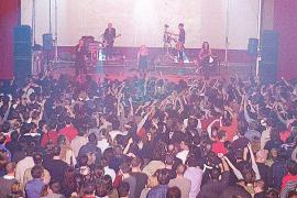 """Auch Konzerte wie dieses der Rock-Band """"Fangoria"""" 2003 haben zum derzeit geschlossenen Theater """"Recreatiu"""" in Llucmajor gehört."""