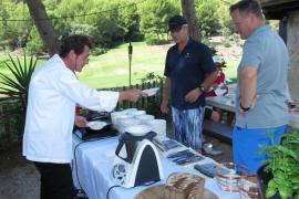 Fürs kulinarische Wohlergehen sorgt Starkoch Gerhard Schwaiger.