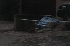 Pkw versanken am Dienstag auf Mallorca in einem Sturzbach.