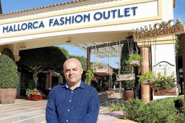 """Center-Manager Juan Góngora fühlt sich manchmal in seinem Shopping-Dorf """"wie der Bürgermeister""""."""