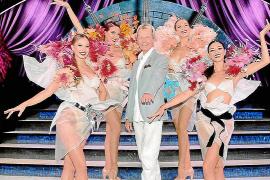 Back to the roots: Michael Mehlig mit Tänzerinnen des Lido, wo er einst selbst auftrat. Er hat noch immer enge Beziehungen zu de