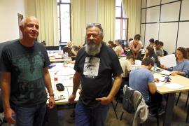 """Der deutsche Illustrator Hendrik Dorgathen (l.) und Zeichner """"Max"""" beim Comic-Workshop in Palma."""