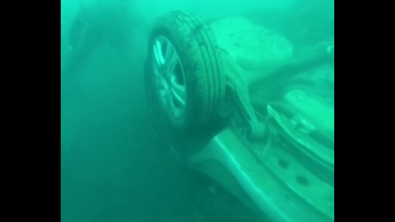 Nach Flut erneut Auto im Meer entdeckt