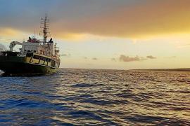 Greenpeace navigiert vor Mallorca
