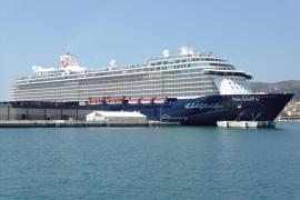 Die Mein Schiff 6 im Hafen von Palma de Mallorca.
