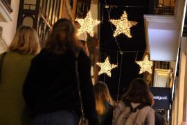 """Weihnachtslichter leuchten noch vorm """"Black Friday"""""""