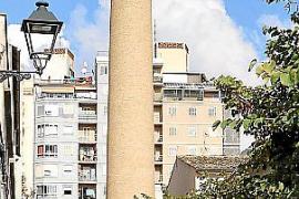 Der Schornstein von Can Ribes ist heute ein Jugendtreffpunkt.