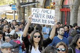 Großdemo wegen Gewalt gegen Frauen in Palma