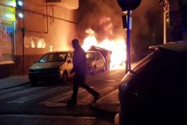 Feuerteufel setzt Container in El Arenal in Brand