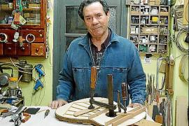 Francisco Manuel Díaz ist der dienstälteste Gitarrenbauer Granadas.