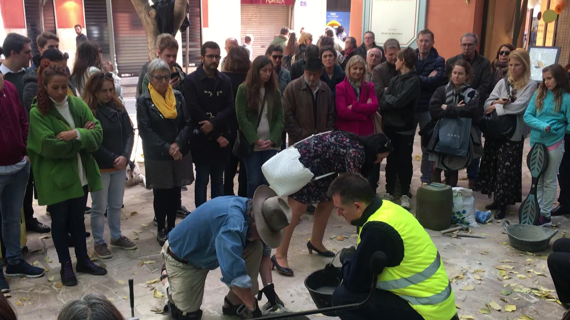 Stolpersteinverlegung zieht Zuschauer auf Mallorca an
