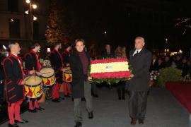 Anlässlich des Standartenfests legten Mitglieder der balearischen Regierung Kränze zur Ehrung von Jaume I. nieder.