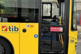 Gewalttätige Jugendliche gehen auf Busfahrerin los