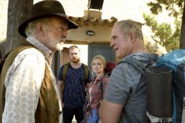 Helmut (Michael Gwisdek, l.) und sein Sohn Klaus (Harald Krassnitzer) geraten wie immer aneinander. Mark (Tino Mewes) und Stefan