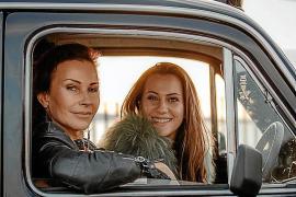 """Sandra Schwenn und Lara Keszler lieben ihr """"Baby""""."""