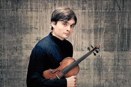Der mallorquinische Violinist Francisco Fullana spielt bei dem Konzert der Sinfoniker.