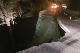 Die Stützmauer der Landstraße Caimari-Lluc rutschte ab.