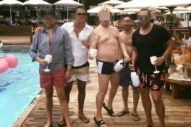 Der mutmaßliche Betrüger (Mitte) soll auf Mallorca rauschende Partys geschmissen haben.