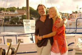 """Aus dem Film """"Die Muschelsucher"""": Verliebt und glücklich genießen Cosmo (Sebastian Koch) und Olivia (Victoria Smurfit) ihre Lieb"""