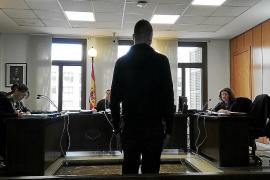 Mann steht wegen 800 Anrufen an seine Familie vor Gericht