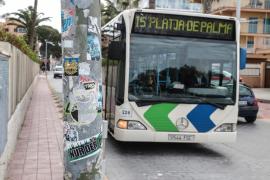 Stadtbus schleift Rentnerin mehrere Meter mit