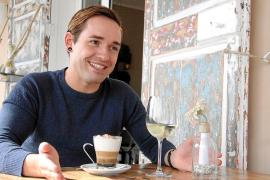 Der Sänger bei einem Interviewtermin mit dem Mallorca Magazin im Jahr 2012.