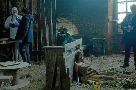 Der Killer hat wieder zugeschlagen. Amaia Salazar (Marta Etura, r.) und Fermín Montes (Francesc Orella, neben ihr) sammeln alle