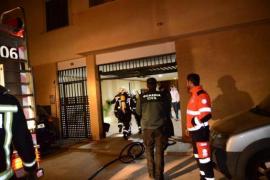 Die Feuerwehr brachte 70 Bewohner des Mehrfamilienhauses in Sicherheit.