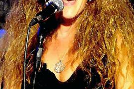 Künstlerin Nermin Goenenç singt in Son Bauló
