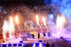 Tolle Lichteffekte beim Auftritt von Jennifer Lopez 2011.