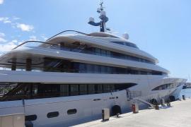 """Megayacht """"Faith"""" ankert in der Bucht von Palma"""