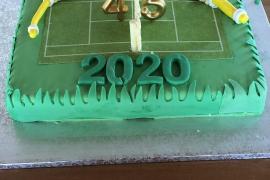 Besetzer Bauchi lässt sich mit Tennisplatz-Torte feiern